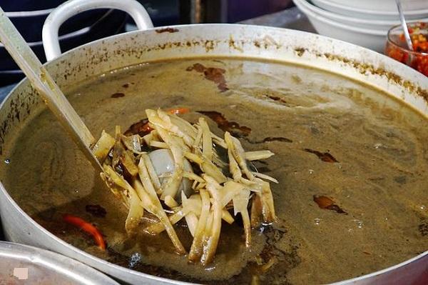 Cách nấu nước dùng bún mắm cua