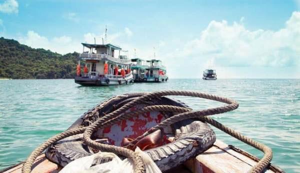 Theo chân chủ thuyền đi bắt cá