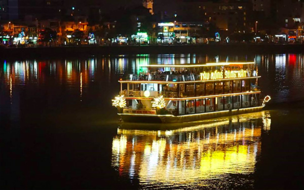 Tàu rồng sông Hàn