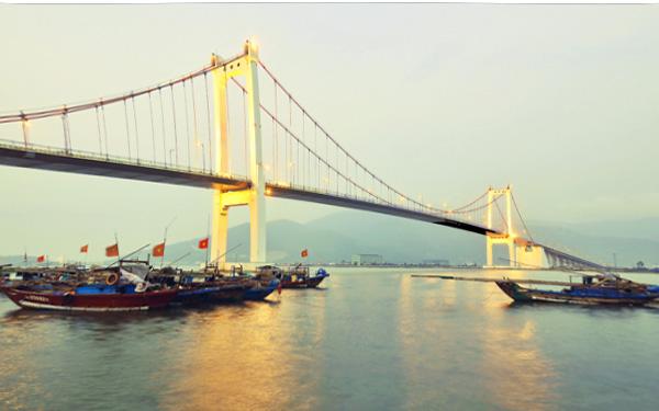 Ngắm nhìn vẻ đẹp lộng lẫy của cây cầu Thuận Phước ở Đà Nẵng