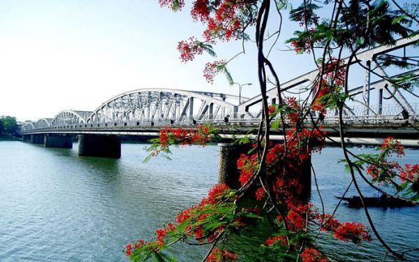Tham quan Cầu Tràng Tiền – Minh chứng lịch sử trường tồn đất cố Đô