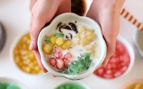 Chè xoa xoa hạt lựu Đà Nẵng được chế biến từ nhiều nguyên liệu