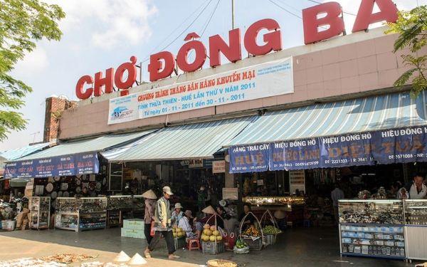 """Khám phá tất tần tật về chợ Đông Ba như """"thổ địa"""""""