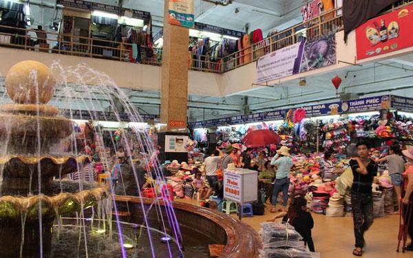 Không gian nhộn nhịp trong chợ