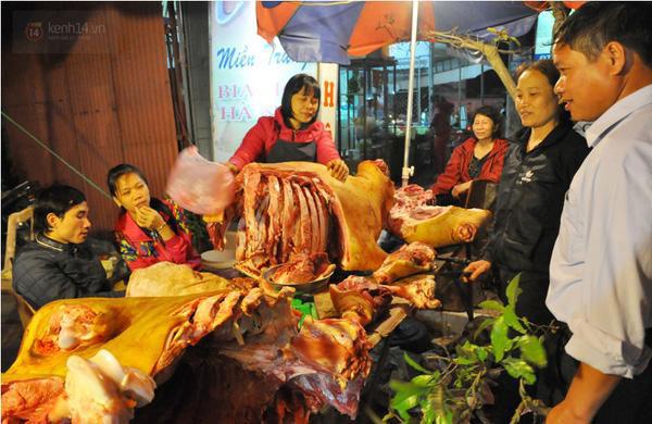 Những miếng thịt bò tươi ngon, còn hồng nguyên