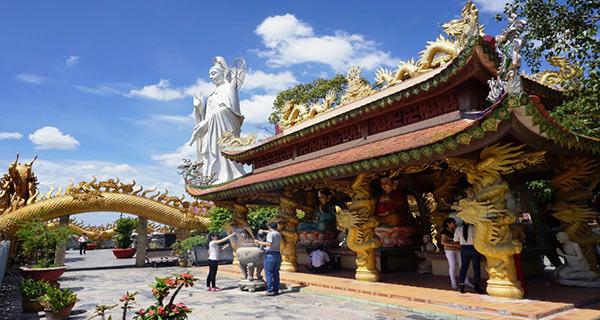 Tượng Quan Thế Âm Bồ Tát tại chùa Châu Thới