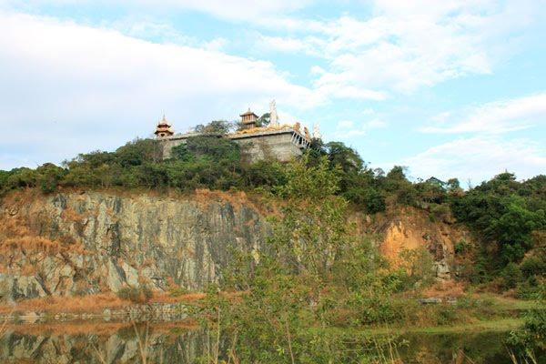 Núi Châu Thới - nơi ngôi cổ tự tọa lạc