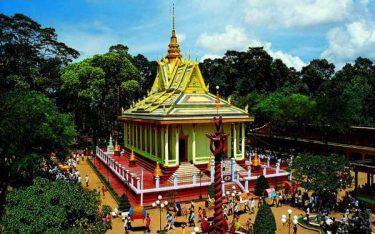 Lặng ngắm chùa Hang cổ kính trong lòng Trà Vinh