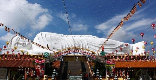 Bức tượng Phật nằm như một biểu tượng cho chùa Hội Khánh