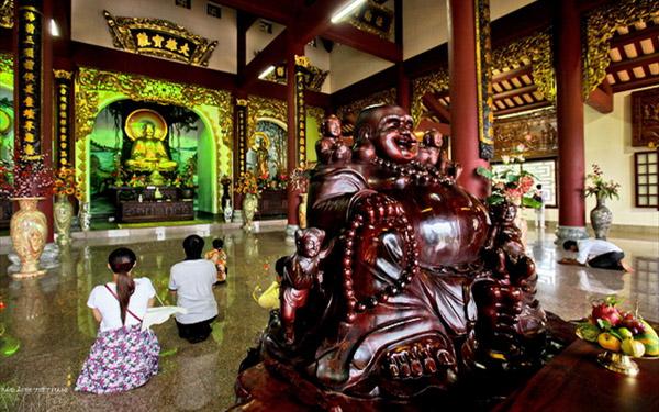 Tòa chánh điện chùa Linh Ứng