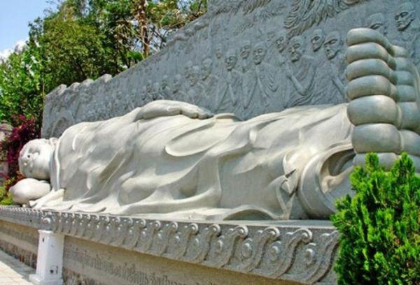 Tượng Phật Tổ nhập Niết Bàn