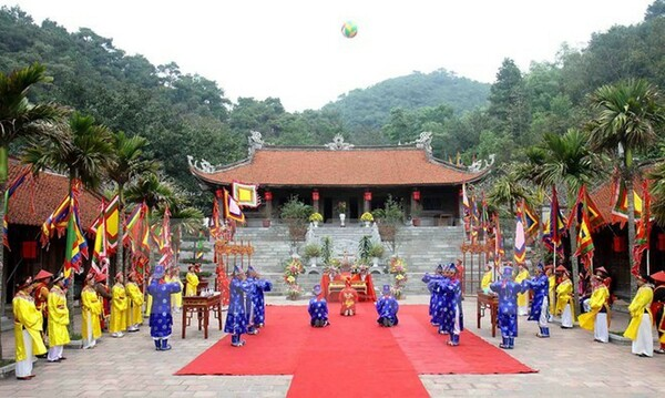 Lễ hội Côn Sơn Kiếp Bạc trang trọng, linh đình