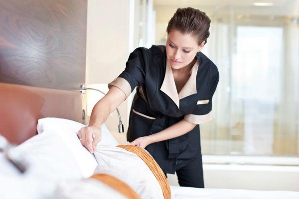 Nhân viên buồng phòng là một vị trí chủ chốt trong bộ phận chiếm phấn lớn tổng doanh thu của khách sạn