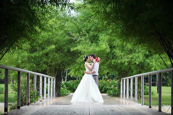 Rất nhiều cặp đôi đến đây để chụp ảnh cưới