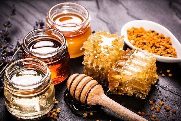 Dùng củ nén trộn với mật ong để làm đẹp da