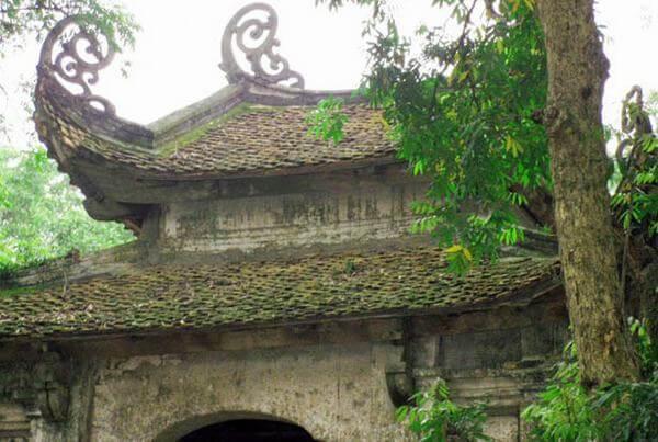 Mái đền rêu phong với kiến trúc tinh xảo