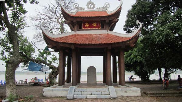 Nhà bia ở đền Chử Đồng Tử