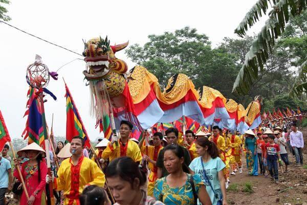 Lễ hội Chử Đồng Tử nô nức