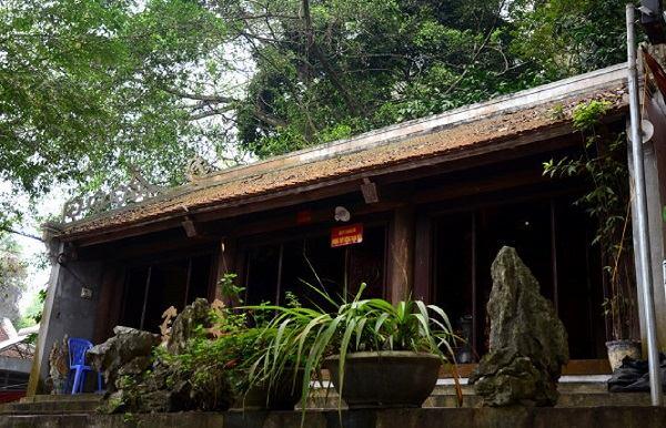 Ngôi đền Đuổm bao gồm 3 ngôi đền nằm bên trong: Đền Thượng, đền Trung và đền Hạ
