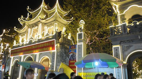 Không gian lễ hội vào buổi tối