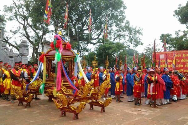 Lễ hội đền Trần Thương diễn ra hàng năm