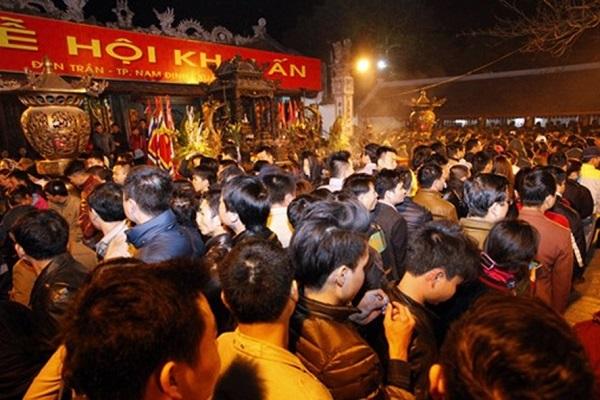Không khí lễ hội đền Trần