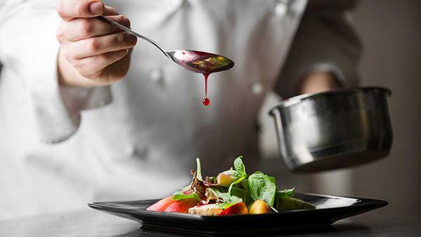 F&B nhằm thoả mãn nhu cầu ăn uống cho khách hàng