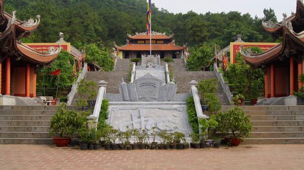 Giếng thuộc khu di tích Côn Sơn Kiếp Bạc