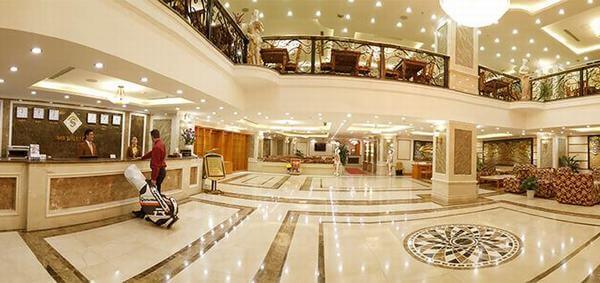 Tiền sảnh khách sạn rộng lớn