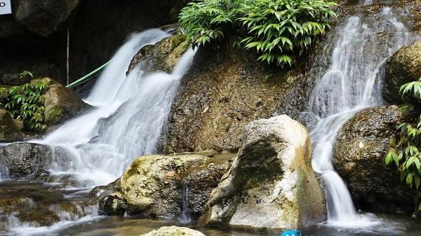 Đến hang Phượng Hoàng cùng tận hưởng dòng nước trong lành ở suối Mỏ Gà