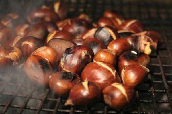 Hương vị thơm bùi của món hạt dẻ nướng Lào Cai