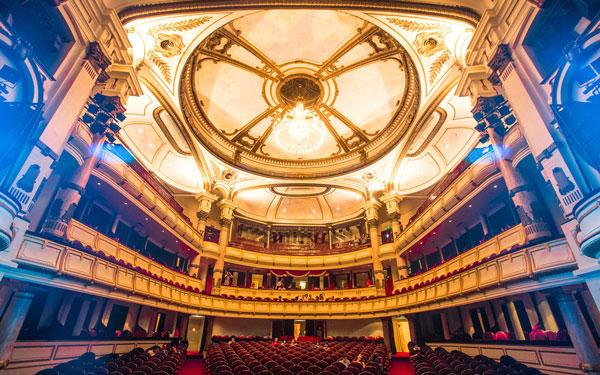 Kiến trúc sang trọng bên trong nhà hát Lớn