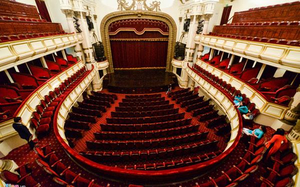 Không gian rộng rãi trong nhà hát Lớn