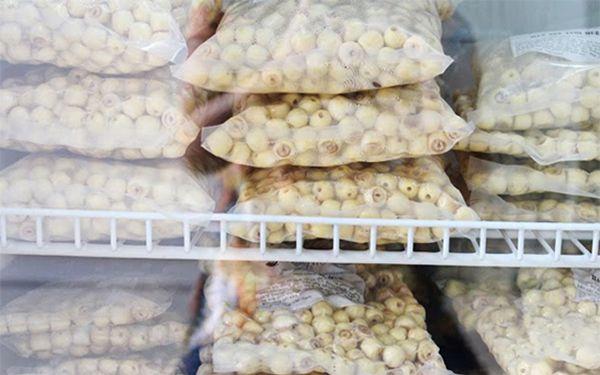 Muốn mua được hạt sen chuẩn xứ Huế nên đến những nơi uy tín