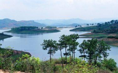Hồ Cấm Sơn: Bức tranh sơn thủy hữu tình quyến rũ du khách