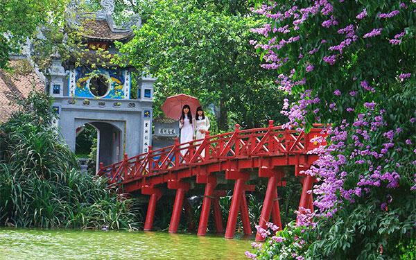 Quang cảnh đền Ngọc Sơn