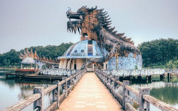 """Vẻ đẹp ma mị không dành cho """"người yếu tim"""" tại Hồ Thủy Tiên"""