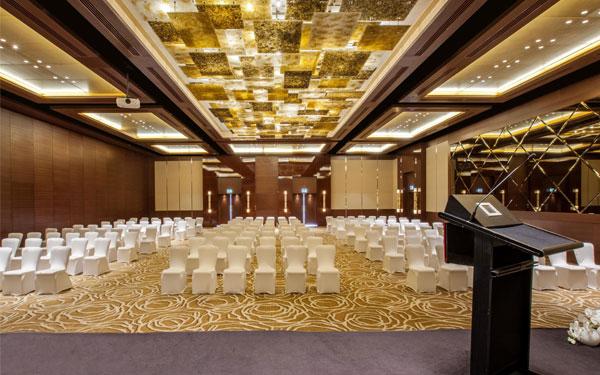 Hội trường khách sạn rộng lớn và sang trọng