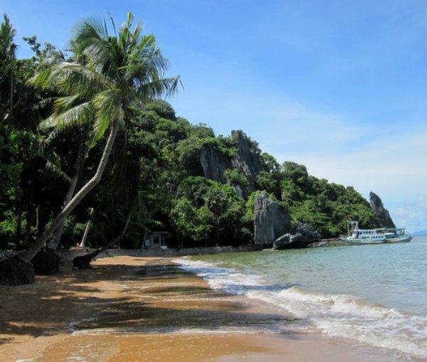 Bãi Dương đẹp trải dài theo Hòn Phụ Tử