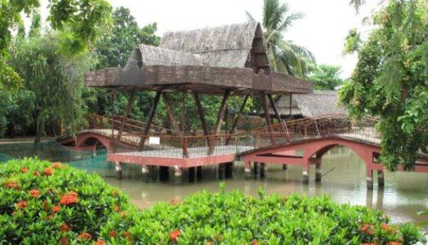 Khuôn viên bên trong khu du lịch sinh thái