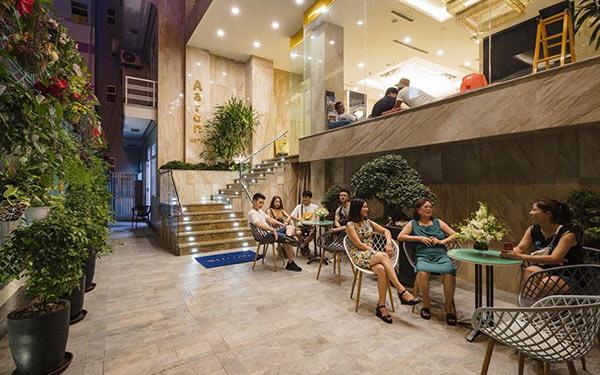 Khuôn viên hành lang thoáng đáng, có thể kê bàn ghế ngồi
