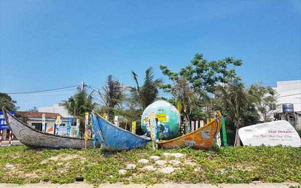 Cổng vào làng bích họa Tam Thanh