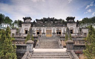 Tham quan Lăng Khải Định: Ngắm vẻ đẹp xa hoa kiến trúc thời Nguyễn