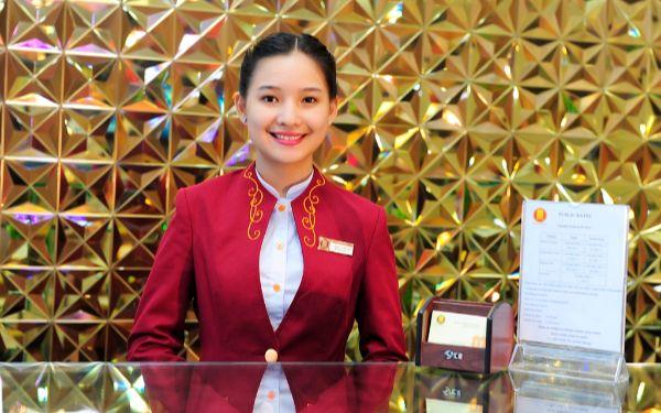 Làm sao để trở thành lễ tân khách sạn 5 sao với mức lương cao?