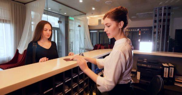 Làm gì để trở thành lễ tân khách sạn chuyên nghiệp?