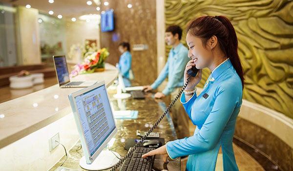Một khách sạn tốt sẽ giúp bạn học hỏi được nhiều kĩ năng trong nghề lễ tân