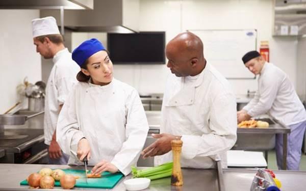 Mức lương phụ bếp khách sạn 5 sao là bao nhiêu?