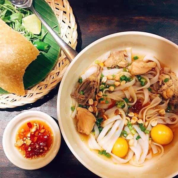 """Mì Quảng – món đặc sản mang đậm cái """"hồn"""" của ẩm thực Quảng Nam."""