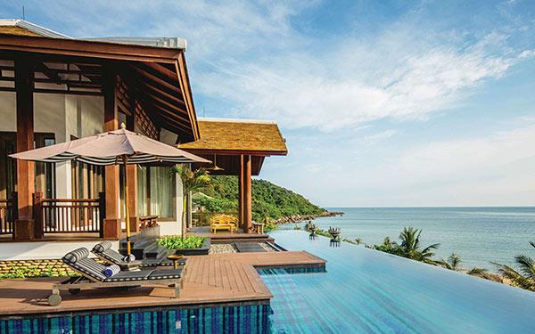 Furama Resort Đà Nẵng đẹp miễn chê với view sát biển