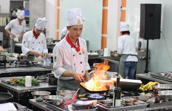 tìm hiểu mức lương phụ bếp khách sạn 5 sao